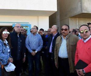 مدبولي ووزير الإسكان يتفقدان مشروعات أسوان الجديدة
