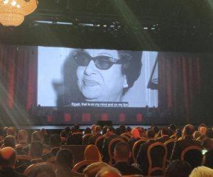 """أم كلثوم تفتتح مسرح شباب العالم بأغنية """"أنت عمرى"""" (فيديو)"""