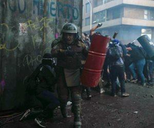 جولة في صحف العالم.. استمرار الاشتباكات بين المتظاهرين والأمن في تشيلي