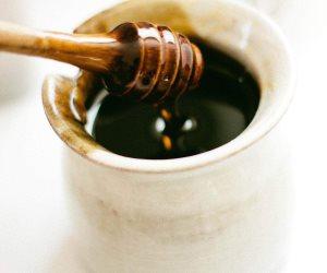 يقلل فرص الإصابة بأمراض القلب.. تعرف على فوائد العسل الأسود