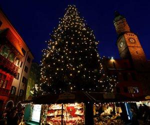 جولة في صحف العالم.. أسواق بأوربا تتزين استعدادا لاحتفالات الكريسماس