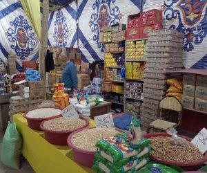 إقبال كبير على معرض «كلنا واحد» بالعريش.. والبيع بأسعار أقل من الأسواق (صور)