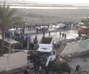 مصرع 18 شخصا في حادث تصادم سيارة نقل وأتوبيس ببورسعيد (صور)
