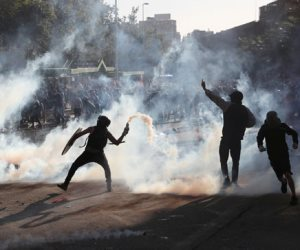 جولة مكوكية حول العالم.. تظاهرات في تشيلى.. إسبانيا تنقذ 120 مهاجرًا غير شرعى بالمغرب