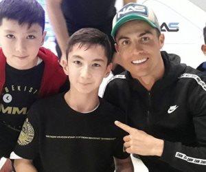 كريستيانو رونالدو يحقق حلم طفل من ذوى الهمم فى دبى.. فيديو
