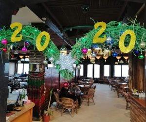 فنادق وكافيهات شمال سيناء تستعد للاحتفال برأس السنة بالزيتون وأشجار الكريسماس (صور)