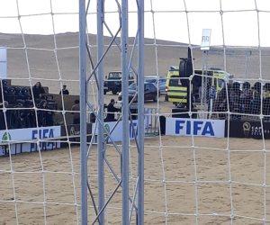 تحضيرات لقاء أساطير كرة القدم تحت سفح الأهرامات (صور)