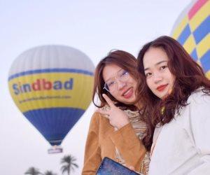 في الأقصر.. أم الدنيا تجذب جميلات العالم برحلات البالون الطائر (صور)