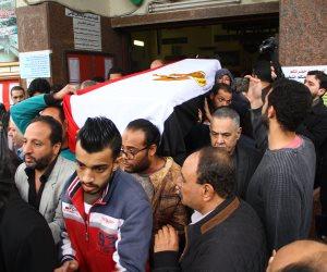 وصول جثمان الفنانة ماجدة الصباحى بعلم مصر لمسجد مصطفى محمود (فيديو)