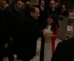 مصرية تصافح السيسي بعد وصوله أحد فنادق لندن: أنت حميتنا وربنا هينصرك (فيديو)