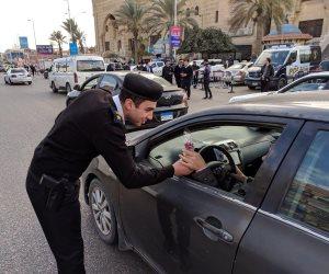 المصريون يحتفلون بعيد الشرطة مع الضباط في الشوارع والميادين (صور)