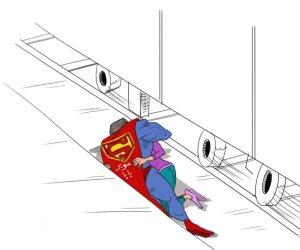 صاحب صورة «سوبر بابا» لمنقذ ابنته من تحت عجلات القطار: «فكرتني بأبويا.. فداني بجسمه من ماس الكهرباء»