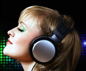 «اعتقادنا بالمساعدة على النوم خاطئ».. الموسيقى الهادئة تحفز النشاط العقلي وتدعو للاستيقاظ