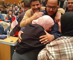 المواطن رقم 1.. الصيادون العائدون من اليمن: «إحنا مش فى أزمة طول ما ورانا مصر»