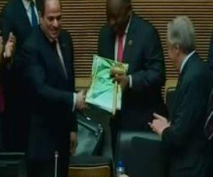 الرئيس السيسيى يسلم رئاسة الاتحاد الإفريقي إلى جنوب إفريقيا (فيديو)