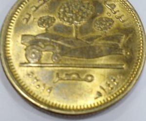 تحسبا لاندثارها.. هواة العملات القديمة يجمعون الجنيه والـ 50 قرش الجديدة قبل طباعة البلاستيك