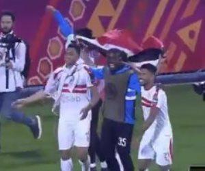 علم مصر يرفرف في ملعب الغرافة القطري بعد تتوبج الزمالك بالسوبر الإفريقي (فيديو)