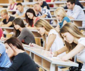 كيف تصدت الإدارية العليا لبيزنس الكتاب الجامعي؟.. معاقبة 12 أستاذا أجبروا الطلاب على الشراء