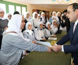 """شوشة يوزع شهادات """"مشروعي"""" على طالبات الصناعية للبنات بالعريش (صور)"""
