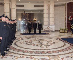 وزير الداخلية يشهد مراسم تخريج وحلف اليمين لطلبة الدفعة الاستثنائية بقسم الضباط المتخصصين