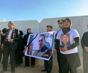 مواطن ينتظر تشييع جثمان حسني مبارك: سبت فراغ كبير (صور)