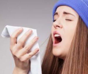 إذا كنت مصابا بالأنفلونزا.. الطريقة الصحيحة للعطس والسعال