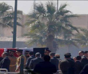 نيابة عن خادم الحرمين.. الأمير منصور بن متعب يصل القاهرة لتقديم العزاء لأسرة مبارك