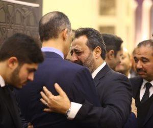 مجدي عبدالغني ينهار بالبكاء أثناء تقديم العزاء في وفاة «مبارك» (صور)