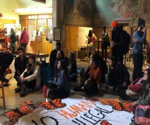 مسيرة طلابية في نيويورك ضد انتهاك حقوق العمال بالدوحة
