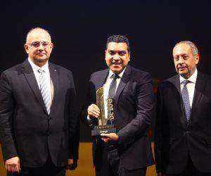 احتفالية bT100 تمنح سامسونج الكترونيكس جائزة.. ويتسلمها أحمد جعفر