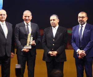 احتفالية bT100.. منح جائزة لمحمد الرشيدي رئيس مجلس أمناء جامعة النهضة