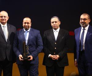احتفالية bt100 تمنح جائزة لمحمد البدويهى مدير عام شركة المئوية للإعلان