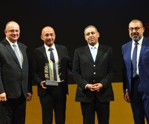 تكريم ياسر شاكر الرئيس التنفيذى والعضو المنتدب لشركة اورنج باحتفالية bt100