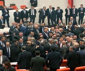 الديكتاتور  يواصل قمع المعارضة.. اتجاه لإسقاط عضوية برلماني انتقد أردوغان