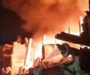 حريق في عدد من المحلات بمنطقة الدرب الأحمر.. والإطفاء تحاول إخماده