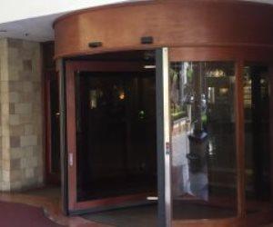 الهدوء الحذر يسيطر على فندق الأهلي قبل مواجهة الحسم (فيديو وصور)