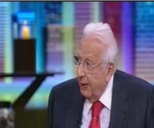 الدكتور أحمد عكاشة وعذاب القبر.. لماذا «يهبد» الطبيب النفسي في الدين؟