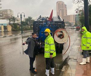 مباحث قصر النيل تستخدم سيارات الشرطة في شفط الأمطار من محيط ميدان التحرير (صور)