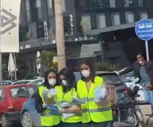 """فيديو .. """"مستقبل وطن"""" يوزع الكمامات علي المواطنين فى التجمع لمواجهة كورونا"""