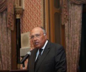 وزير الخارجية يوجه السفارات بحصر أعداد المصريين العالقين بالخارج وترتيب عودتهم
