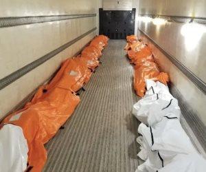 مأساة أمريكا.. تسريب صورة من داخل مشرحة لجثث ضحايا كورونا في نيويورك
