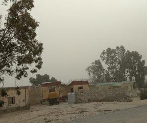 عواصف ترابية تغلق الطرق وتقطع الكهرباء بشمال سيناء.. والمحافظة ترفع الطوارئ ( صور)
