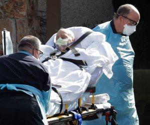 كورونا يجتاج إسبانيا.. 10935 حالة وفاة و900 ألف عامل يفقدون وظائفهم