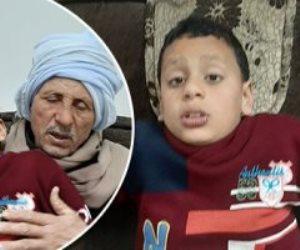 الإخلاص في أبهى صوره.. فلاح بالشرقية يسافر يوميا لعلاج حفيده: بخاف من بكائه
