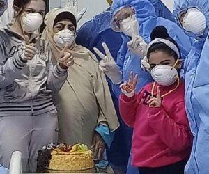 مستشفى العجمي بالإسكندرية تحتفل بعيد ميلاد أصغر مريضة مصابة بالكورونا
