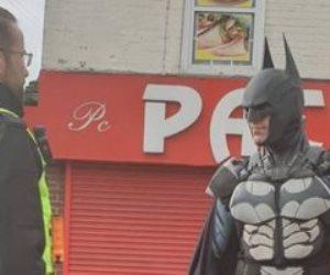 باتمان يتجول بشوارع بريطانيا لرفع معنويات الأطفال والمواطنين لمواجهة كورونا