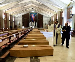 «غلق المحارق».. كابوس جديد يواجه إيطاليا بسبب تكدس جثامين ضحايا كورونا