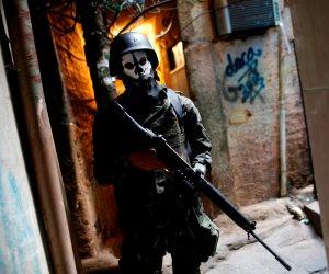 تجار المخدرات في البرازيل يفرضون حظر التجول بالقوة لمواجهة فيروس كورونا