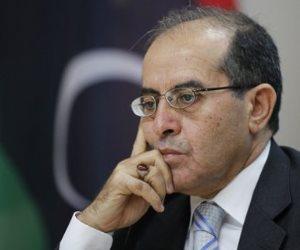 صور.. هنا دفن رئيس وزراء ليبيا الأسبق بعد وفاته بكورونا
