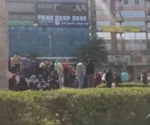 رغم التحذيرات من كورونا.. زحام في ميدان سفنكس بسبب الـ 500 جنيه (فيديو)